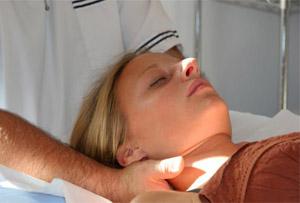 Лечение шеи при помощи УВТ